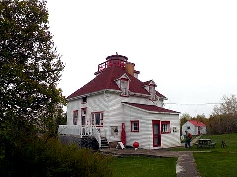 cabot head lighthouse
